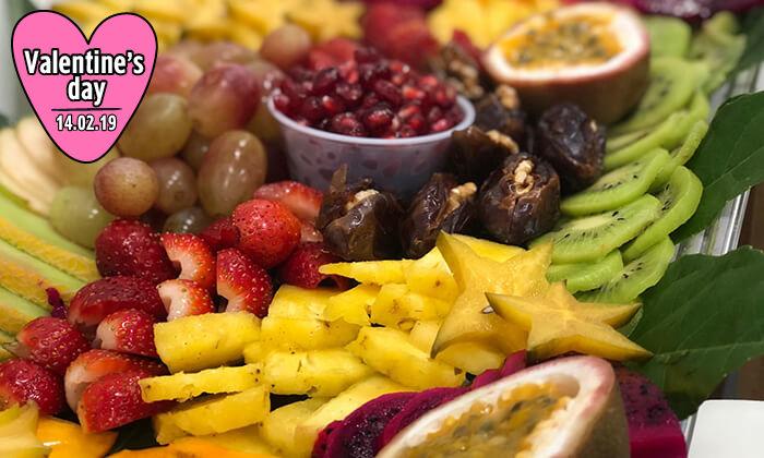 9 מגשי פירות של Enerjuicer, בר משקאות הבריאות והמיצים הטבעיים בכיכר רבין