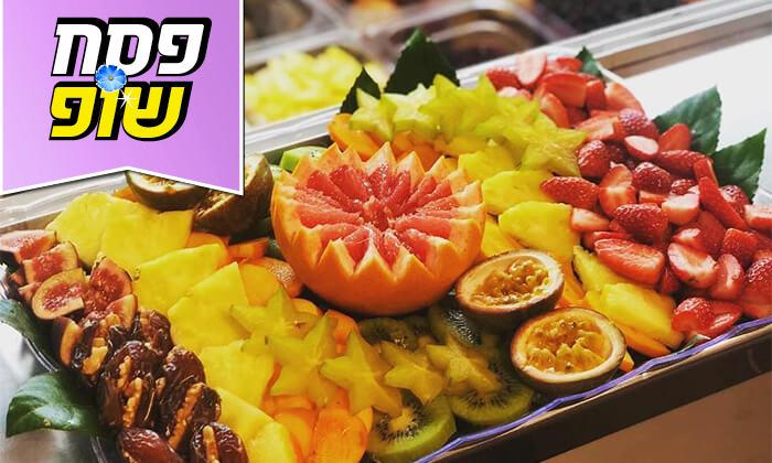 2 מגשי פירות של Enerjuicer, בר משקאות הבריאות והמיצים הטבעיים בכיכר רבין