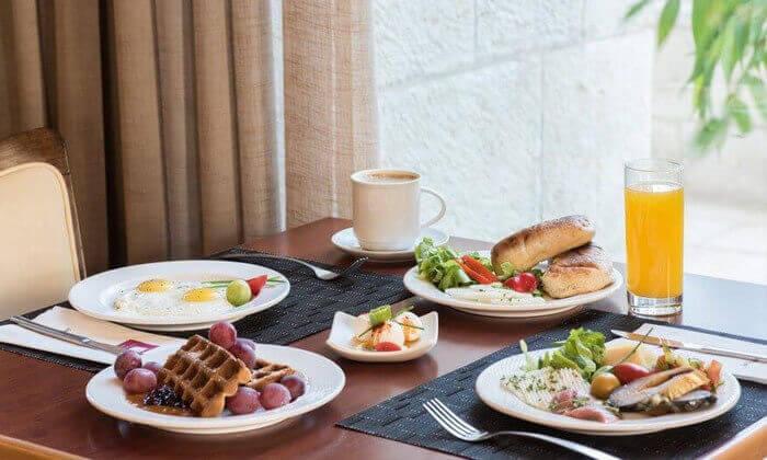 8 ארוחת בוקר בופה במלון לאונרדו ירושלים