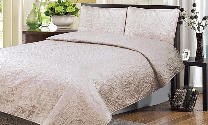 3 כיסוי מיטה ושני כיסויים לכריות