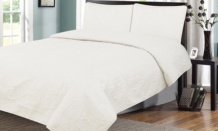 2 כיסוי מיטה ושני כיסויים לכריות