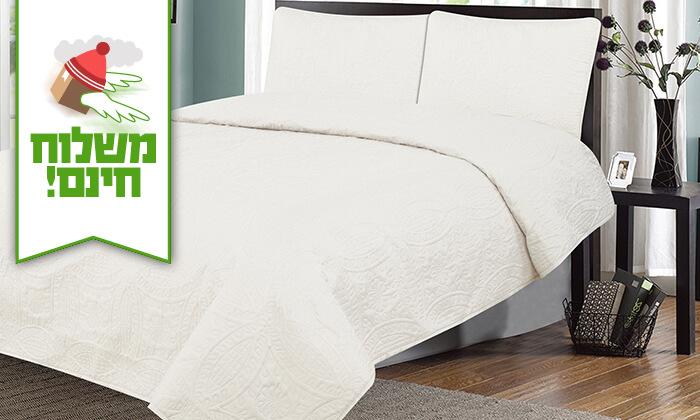6 כיסוי מיטה ושני כיסויים לכריות