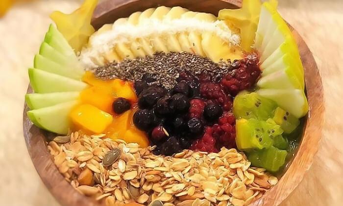 4 קערת אסאי ב-Enerjuicer, בר משקאות הבריאות והמיצים הטבעיים בכיכר רבין