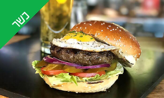 2 Giggsiסינמה ספורטבר הכשר בבאר שבע - ארוחת המבורגר ובירה