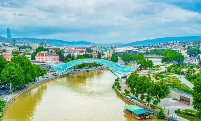 4 טיול מאורגן לגאורגיה, כולל טיול ג'יפים, ערבי פולקלור ועוד. כולל חגים