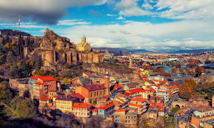 2 טיול מאורגן לגאורגיה, כולל טיול ג'יפים, ערבי פולקלור ועוד. כולל חגים