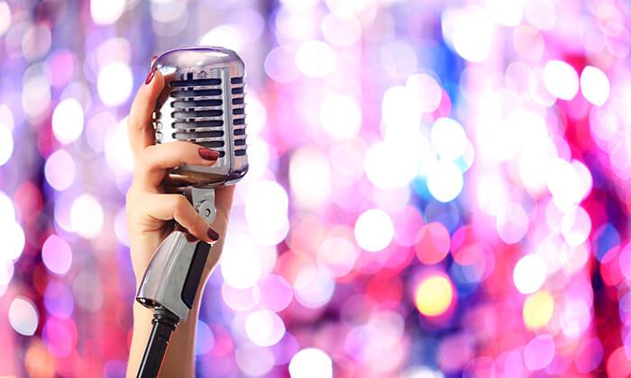 """9 סופ""""ש עם הופעה של Ariana Grande בפראג"""