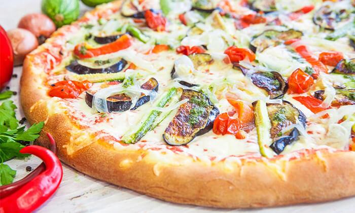 2 מגש פיצה משפחתיבמסעדת פסטו הכשרה, רחוב הל״ה ירושלים