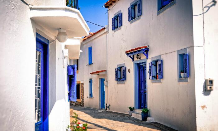 6 חופשה יוונית שמחה במיוחד עם ניקוס ורטיס באתונה