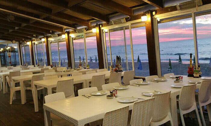 3 ארוחת המבורגר זוגית בסטלה ביץ' - דג על הים, טיילת בת ים