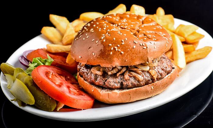 2 ארוחת המבורגר זוגית בסטלה ביץ' - דג על הים, טיילת בת ים