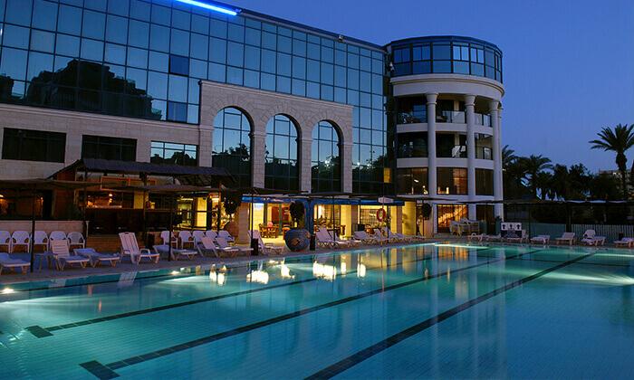 3 ארוחת ערב כשרה במלון סנטרל פארק אילת