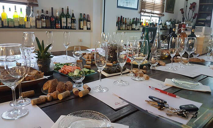4 סדנאות יין בבית 'איש הענבים' יפו