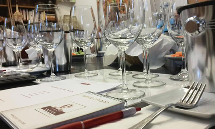 6 סדנאות יין בבית 'איש הענבים' יפו