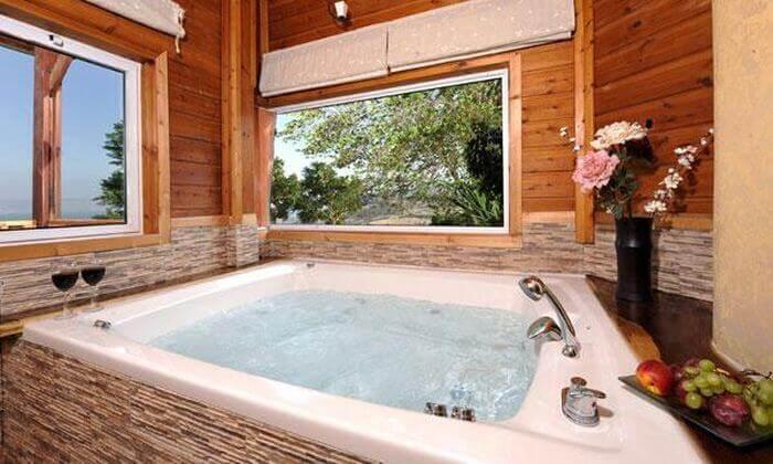 """2 חופשה רומנטית בצפון - בריכת שחייה מחוממת וג'קוזי מפנק, כולל סופ""""ש"""