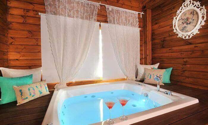 """6 חופשה רומנטית בצפון - בריכת שחייה מחוממת וג'קוזי מפנק, כולל סופ""""ש"""