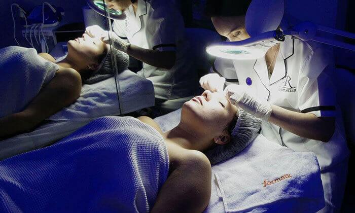 2 טיפולי פנים בקליניקת 'קוסמטיקה בעין רפואית', פתח תקווה