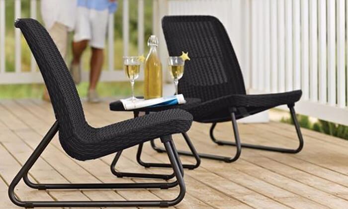 4 כתר: זוג כסאות עם שולחן