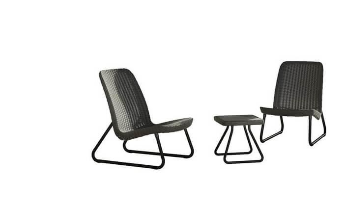 6 כתר: זוג כסאות עם שולחן