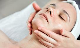 טיפול פנים בקליניקת O&A Beauty
