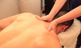 עיסוי בקליניקה לטיפולי מגע