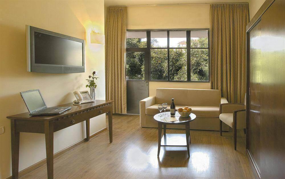 4 חופשה רומנטית במלון Satoriחיפה, כולל עיסוי זוגי