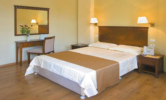 8 חופשה רומנטית במלון Satoriחיפה, כולל עיסוי זוגי