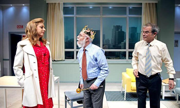 3 יש רופא באולם - כרטיסים להצגה בתיאטרון הבימה, תל אביב
