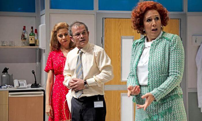 2 יש רופא באולם - כרטיסים להצגה בתיאטרון הבימה, תל אביב