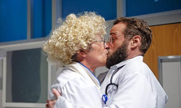 5 יש רופא באולם - כרטיסים להצגה בתיאטרון הבימה, תל אביב