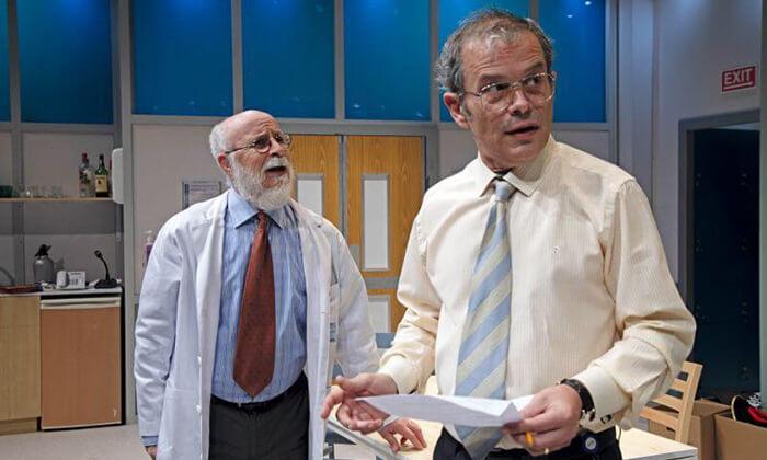 7 יש רופא באולם - כרטיסים להצגה בתיאטרון הבימה, תל אביב