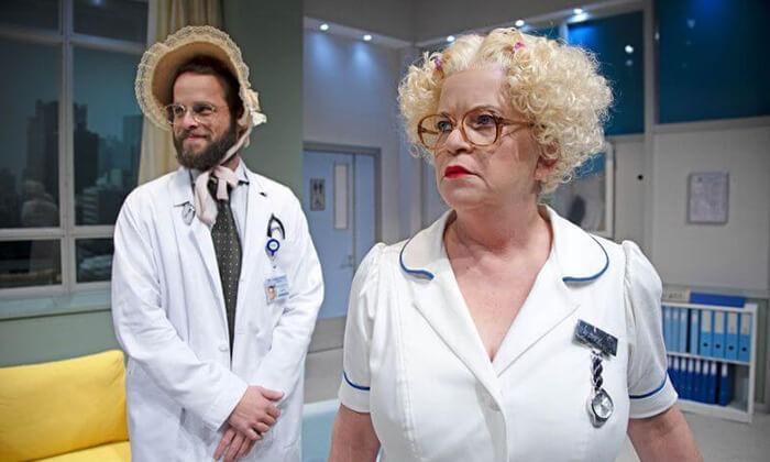8 יש רופא באולם - כרטיסים להצגה בתיאטרון הבימה, תל אביב