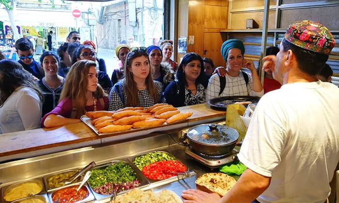5 כרטיס סיור טעימות 'יאללה באסטה'בשווקי ישראל - מחנה יהודה, כרמל, פשפשים, לוינסקי ועכו