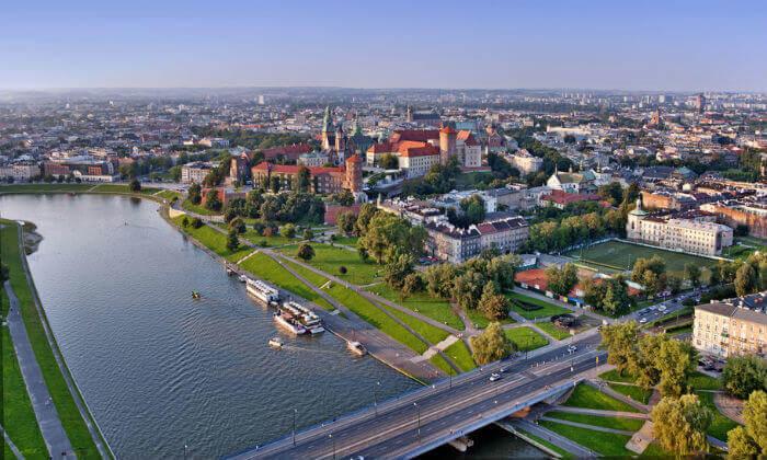 """11 חופשה בקראקוב, כולל סופ""""ש - תרבות, מסעדות ושופינג"""