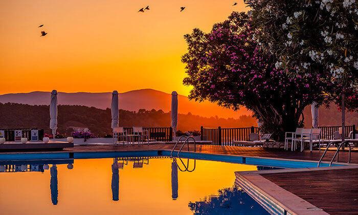 """2 קיץ חם באי הכי יפה ביוון - סקיאתוס, כולל סופ""""ש"""