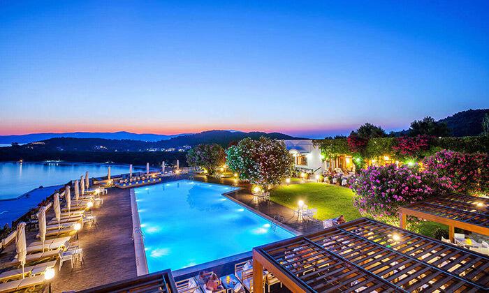 """3 קיץ חם באי הכי יפה ביוון - סקיאתוס, כולל סופ""""ש"""