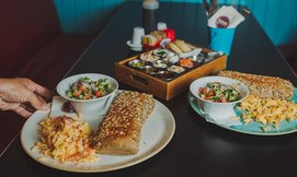 ארוחת בוקרזוגית ב'אולדיס'