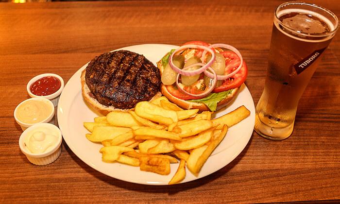 2 ארוחת המבורגר זוגית במסעדת Boost FM תל אביב
