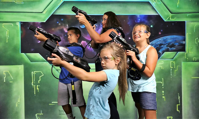 6 כרטיס משפחתי לבילוי בים המלח - סרט 7D ומשחק לייזר טאג