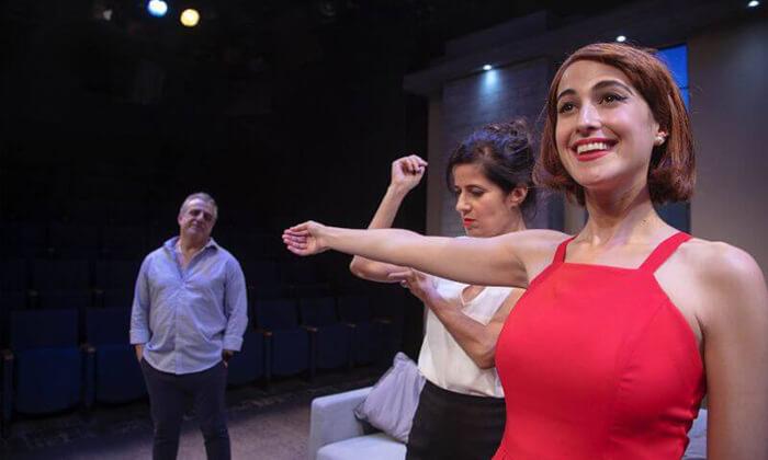 4 כרטיס להצגה הרובוטית, תיאטרון הבימה תל אביב