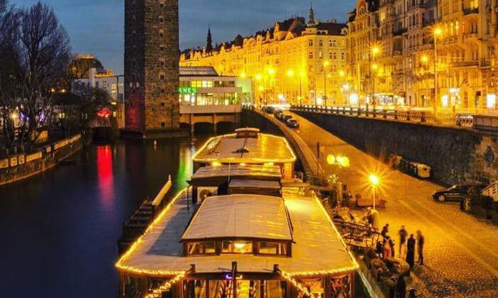 6 שייט בפראג - 3 שעות של נופים מדהימים, אווירה רומנטית וארוחת ערב טובה