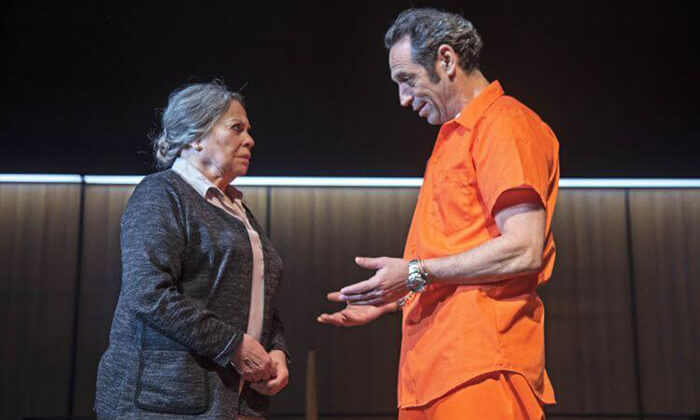 """2 כרטיס להצגה 'סיבת המוות אינה ידועה', תיאטרון הבימה ת""""א"""
