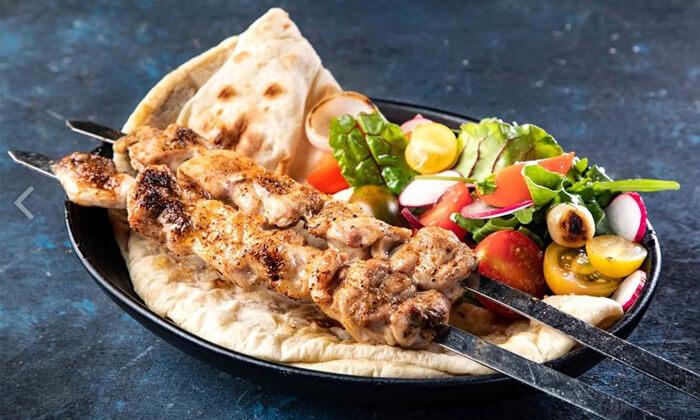 3 מסעדת פינת השלושה - ארוחת בשרים משפחתית, תל אביב