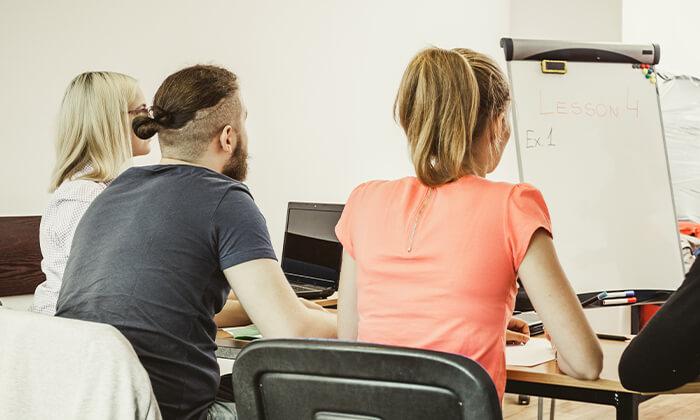 """4 קורס אנגלית מדוברת או עסקית בביה""""ס לשפות בלומסברי, רחובות"""