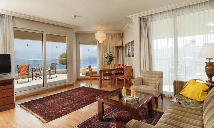 5 חופשה במלון אריאה (יו סוויטס לשעבר) 5 כוכבים באילת, כולל טיסות