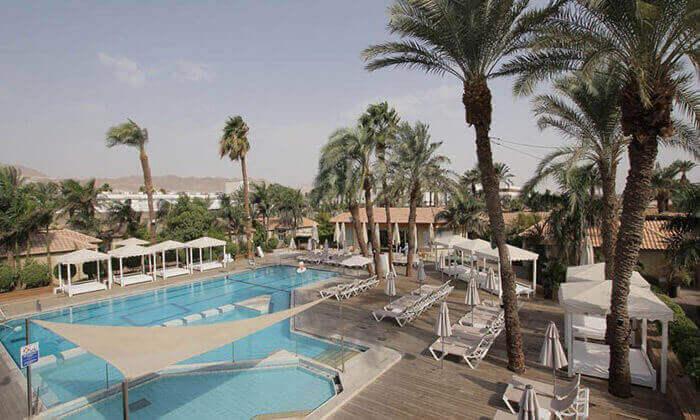 3 מאי במלון אסטרל ויליג' אילת, כולל טיסות
