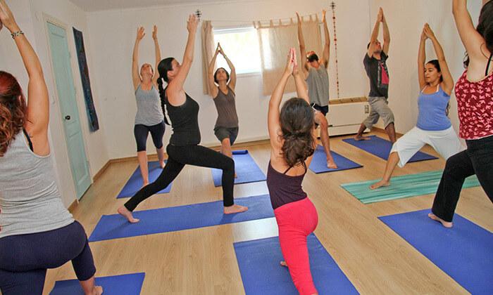 4 שיעורי יוגה בהוד השרון