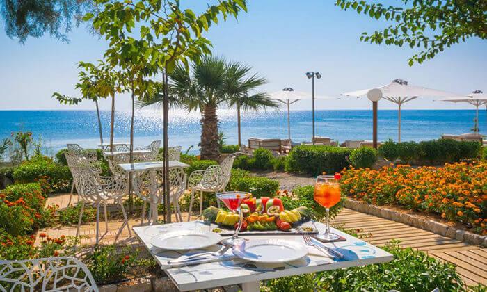 10 יוני ברודוס - מלון 5 כוכבים מומלץ על חוף הים