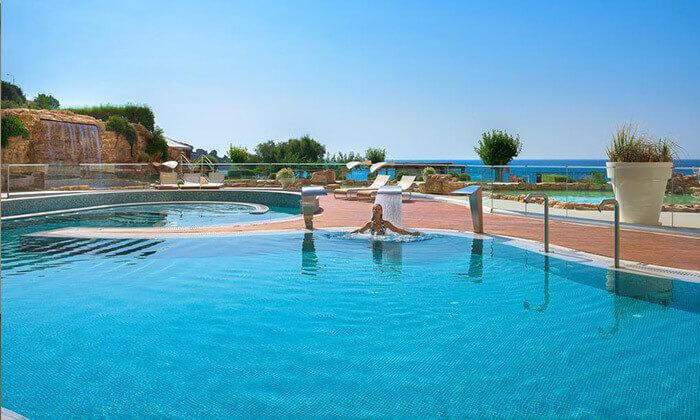 12 יוני ברודוס - מלון 5 כוכבים מומלץ על חוף הים