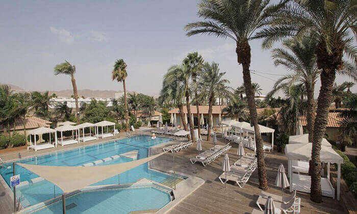 3 חופשת סופשבוע ביוני במלון אסטרל ויליג' אילת, כולל טיסות לרמון